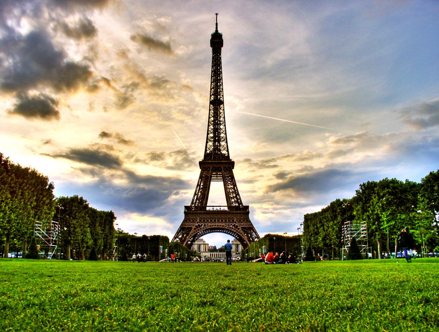 Champ de Mars: Gateway to the Eiffel Tower