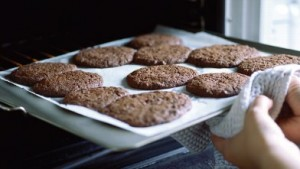 gty_baking_cookies_nt_111215_wb